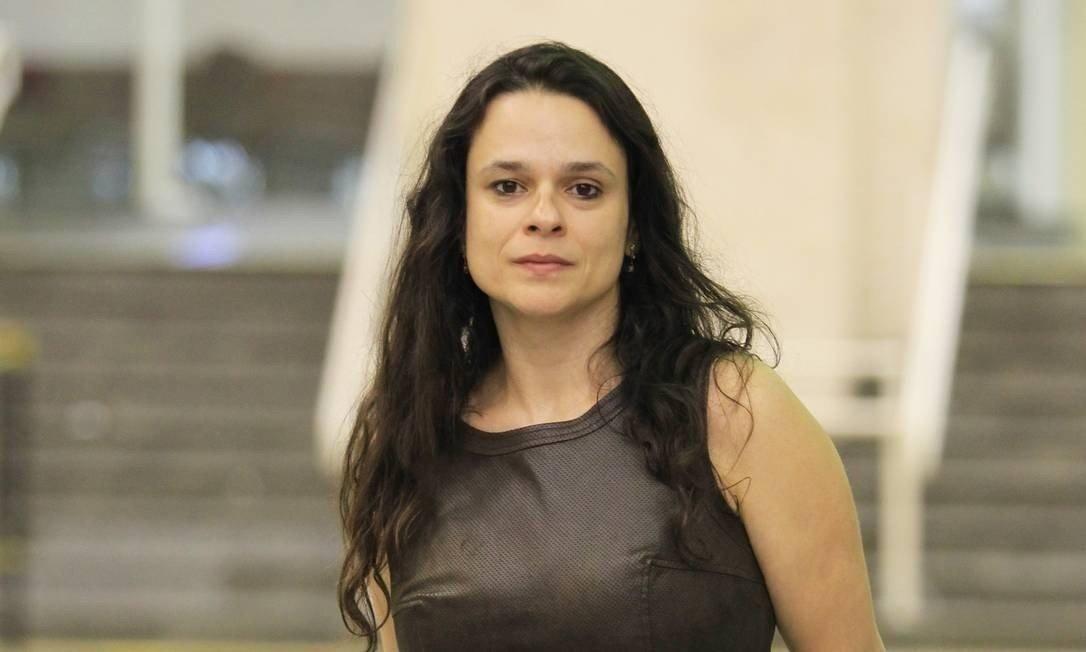 "Janaina Paschoal defende a renúncia de Bolsonaro: ""É muita loucura, muita burrice"""
