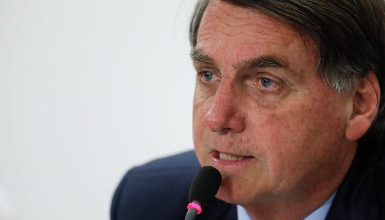 Bolsonaro defendeu população armada para ir às ruas contra decretos de prefeitos e governadores