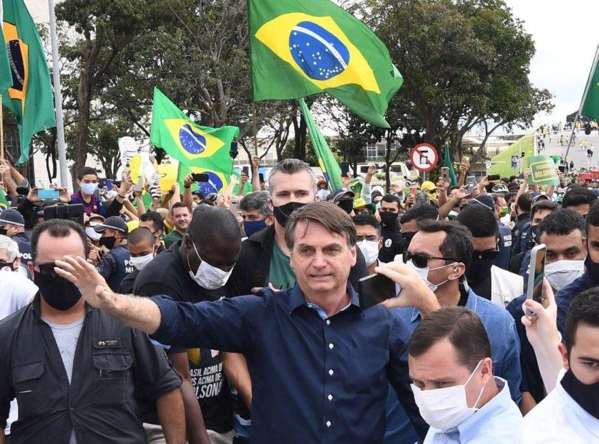 Bolsonaro rebate STF, cita abuso de autoridade e vai a ato contra Congresso