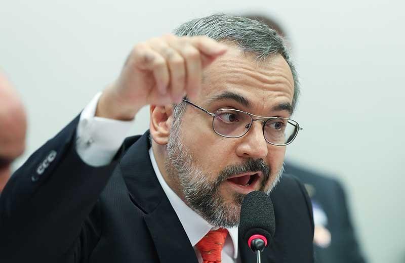 Partidos pedem suspensão de MP que permite a Weintraub escolher reitores durante pandemia
