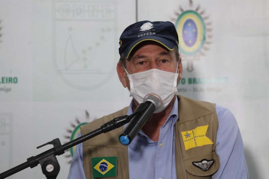"""General Fernando de Azevedo diz que Forças Armadas """"estão isentas da política"""""""