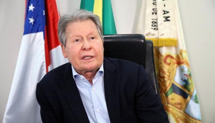 Prefeito de Manaus testa positivo para covid e está na UTI; quadro é estável