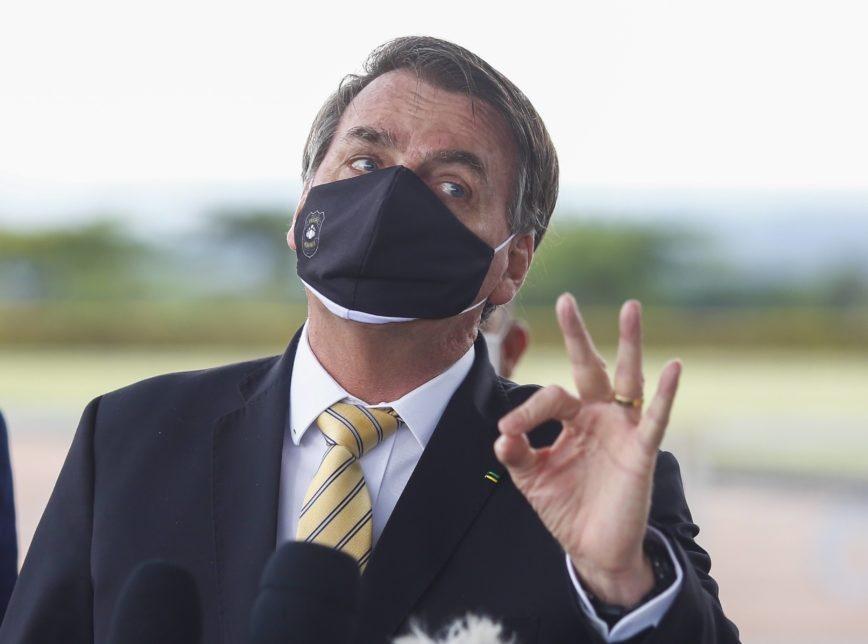 """Bolsonaro diz que """"não acontece nada"""" se processar quem o chama de fascista"""