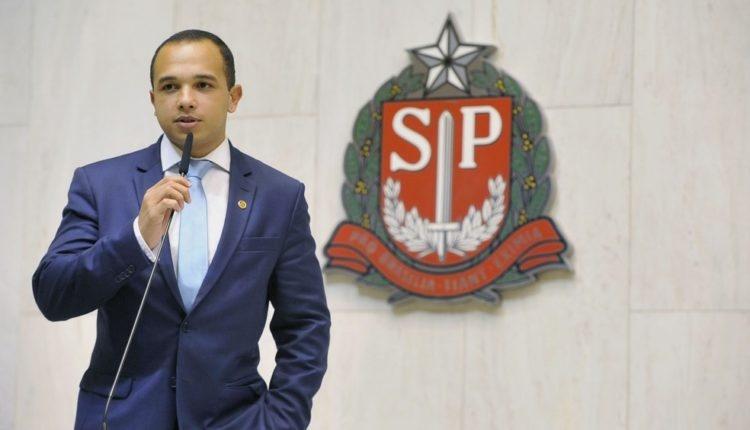 Com dossiê, deputado bolsonarista incentiva perseguição a opositores