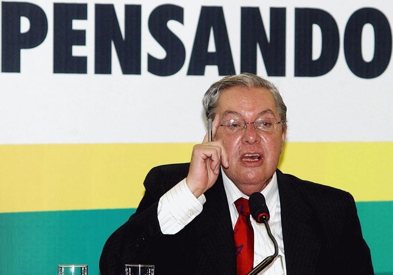 Carlos Lessa: uma honra ser brasileiro
