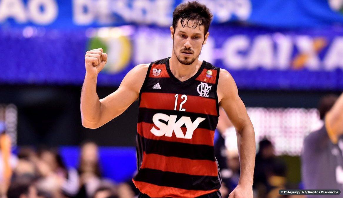 Rafael Mineiro é o Brasil no prêmio Enterrada da Década da FIBA