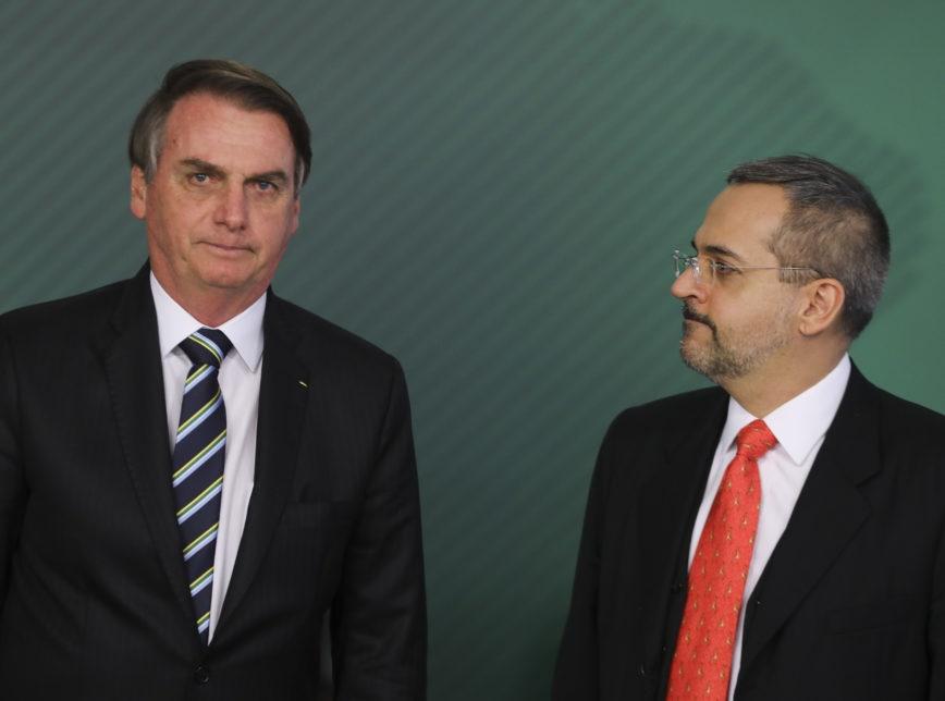 """Bolsonaro diz que ida de Weintraub a ato não foi prudente e busca """"solução"""" para situação do ministro"""