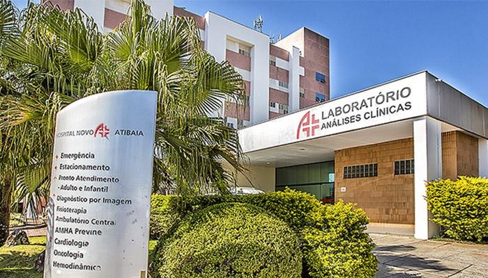 """Hospital frequentado por Queiroz em Atibaia desmente """"justificativa"""" de Bolsonaro"""