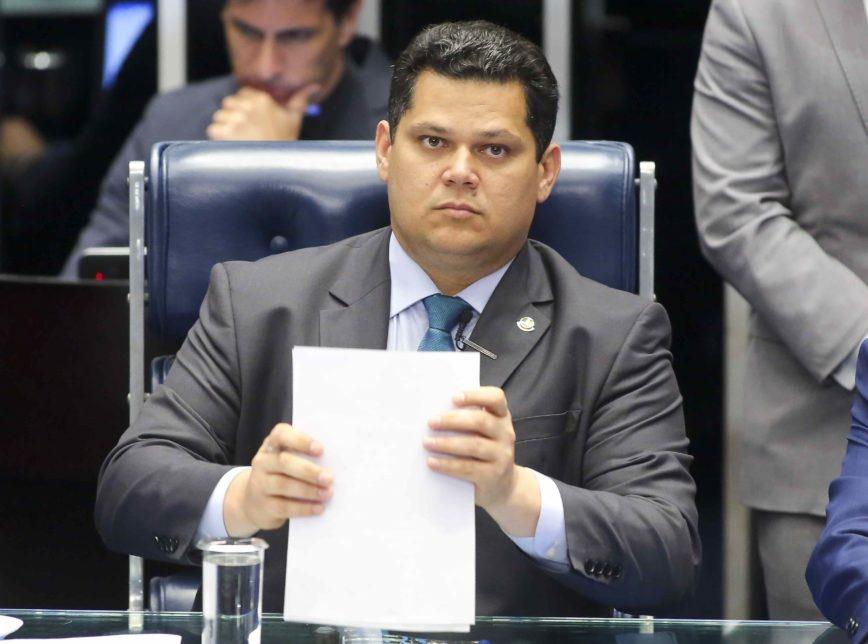 Derrotado no STF, Alcolumbre confessa decepção com a comemoração do resultado do julgamento pelo Planalto