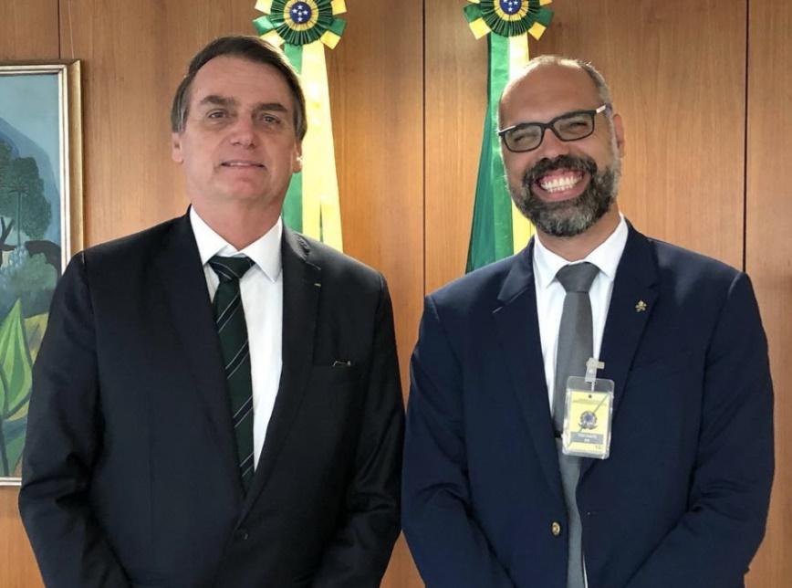 Investigado no inquérito das fake news, Allan dos Santos diz que saiu do Brasil