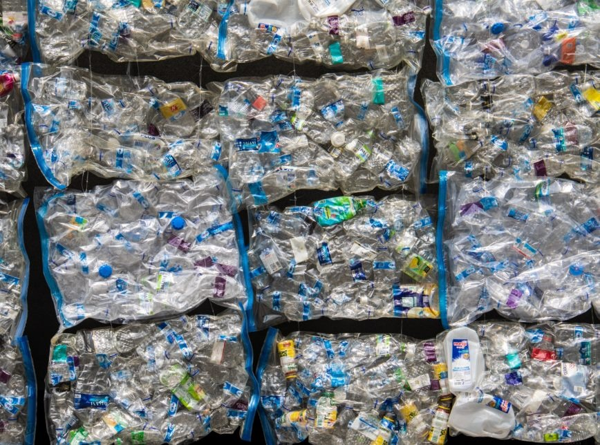 Oceanos podem ter 600 milhões de toneladas de plástico até 2040