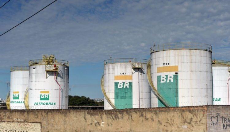 Congresso vai ao STF para impedir governo de vender refinarias da Petrobras