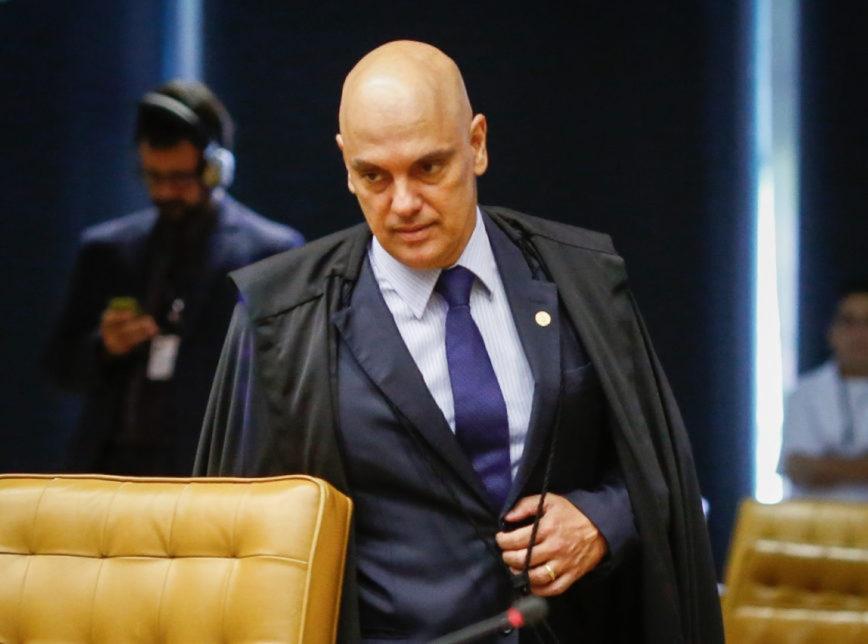 Alexandre de Moraes intima presidente do Facebook para depor e aplica multa