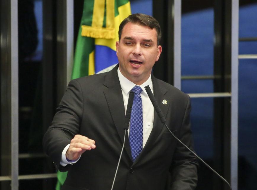 Flávio Bolsonaro pede troca de promotores na investigação das 'rachadinhas'