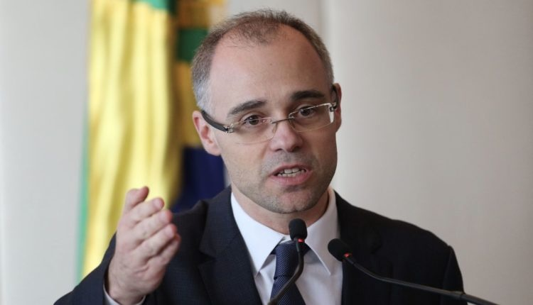 Ministro envia a comissão do Congresso relatório sobre opositores do governo