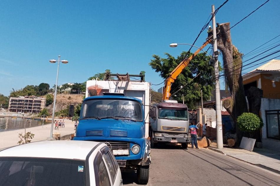 Continuam as podas assassinas no Rio de Janeiro!