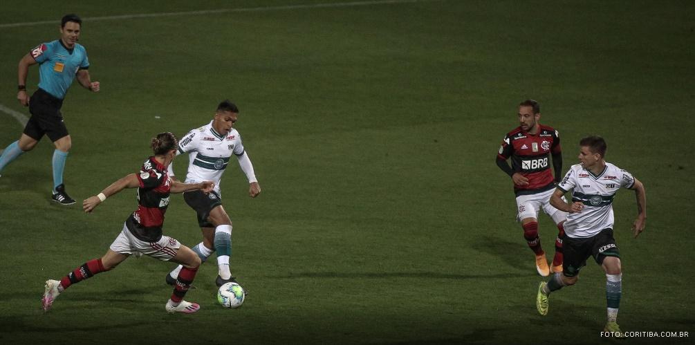 Flamengo vence Coritiba; Grêmio e Corinthians não saem do 0 a 0
