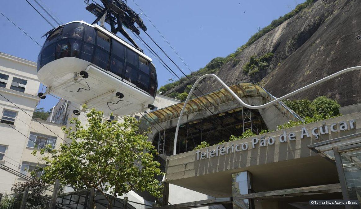Rio: ministro do Turismo participa da iluminação de pontos turísticos
