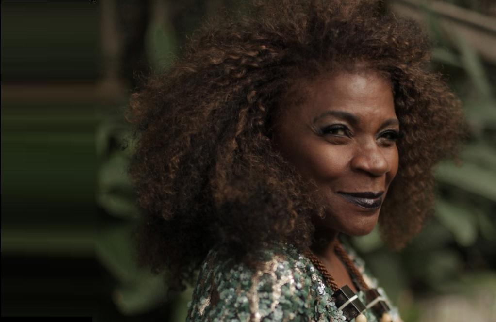 ZEZÉ MOTTA: Sou otimista e acredito na força das artes, principalmente na força da arte brasileira
