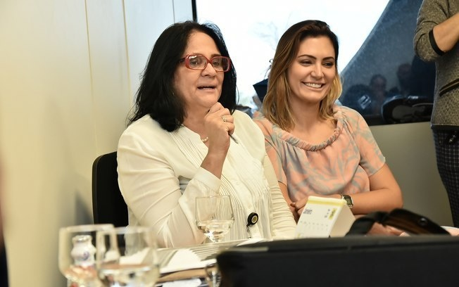 Programa social liderado por Michelle Bolsonaro repassa dinheiro de doações privadas a ONGs aliadas de Damares