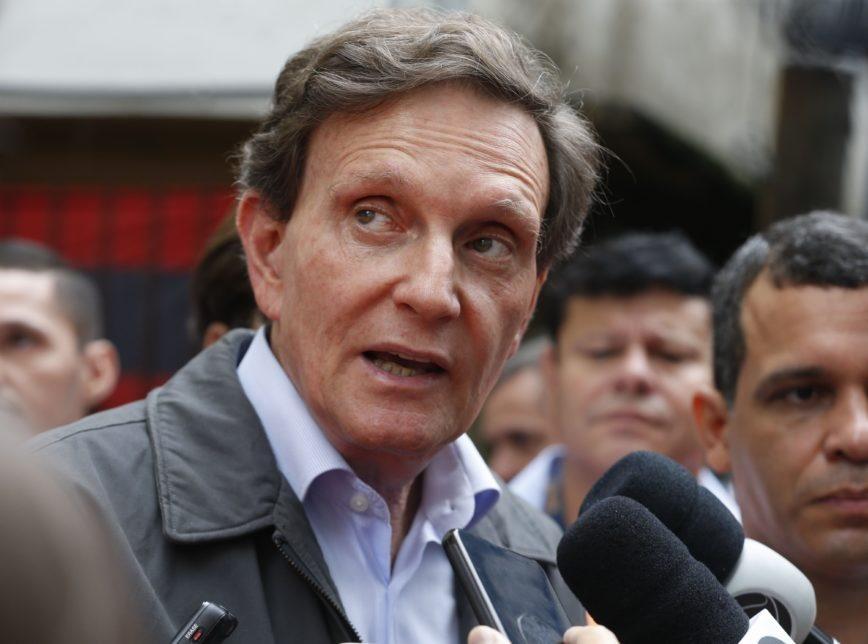 Câmara do Rio rejeita impeachment e mantém Crivella prefeito
