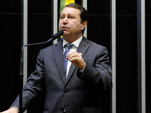 Frente Parlamentar Evangélica manobra para derrubar veto a perdão das dívidas de igrejas