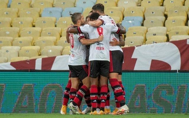 Flamengo vence clássico e segue na vice-liderança