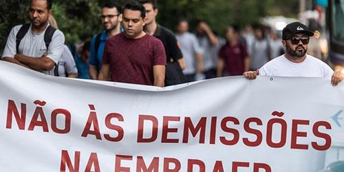 Centrais sindicais se manifestam contra demissões na Embraer