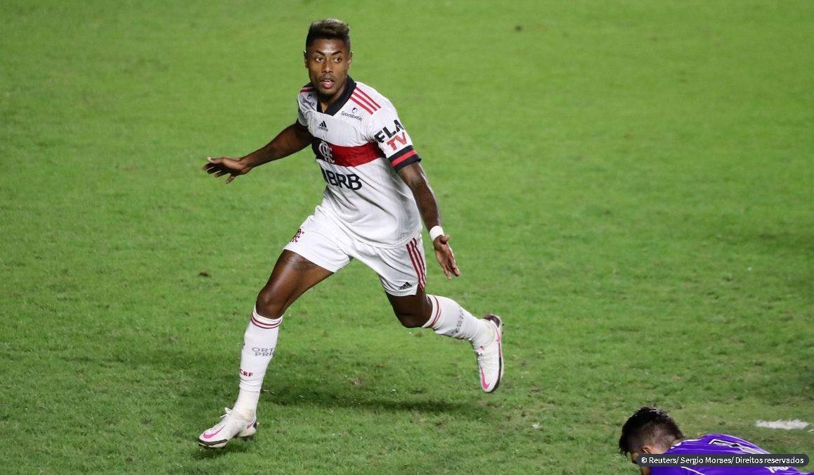 Flamengo vence Vasco de virada e dorme na vice-liderança [VÍDEO]