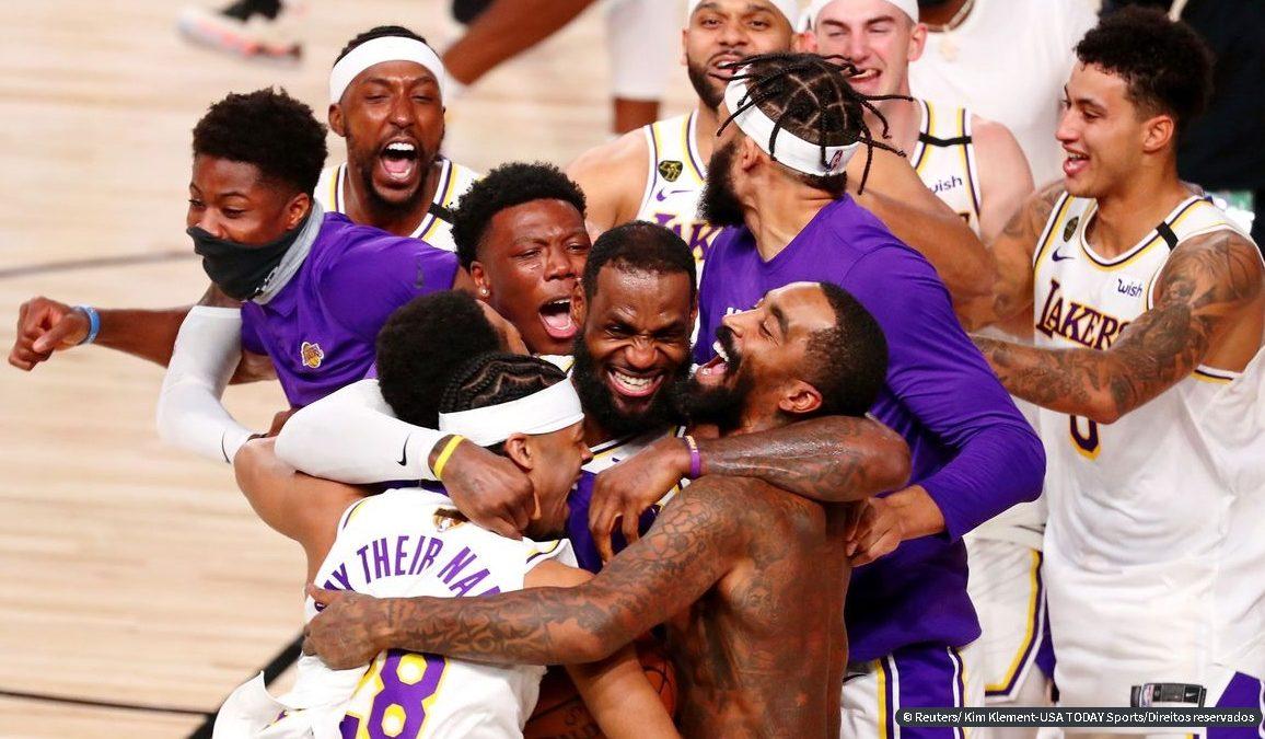 Los Angeles Lakers derrota Miami Heat e conquista título da NBA