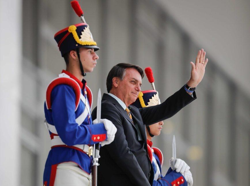 Governo Bolsonaro é aprovado por 52% e desaprovado por 41%, mostra PoderData