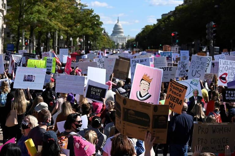 Milhares de mulheres saem às ruas para protestar contra Donald Trump nos EUA