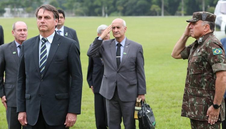"""""""Não será obrigatória e ponto final"""", diz Bolsonaro sobre vacina a covid-19"""