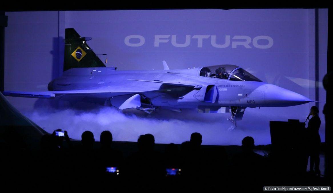 Novo caça Gripen F-39E é apresentado a autoridades em Brasília