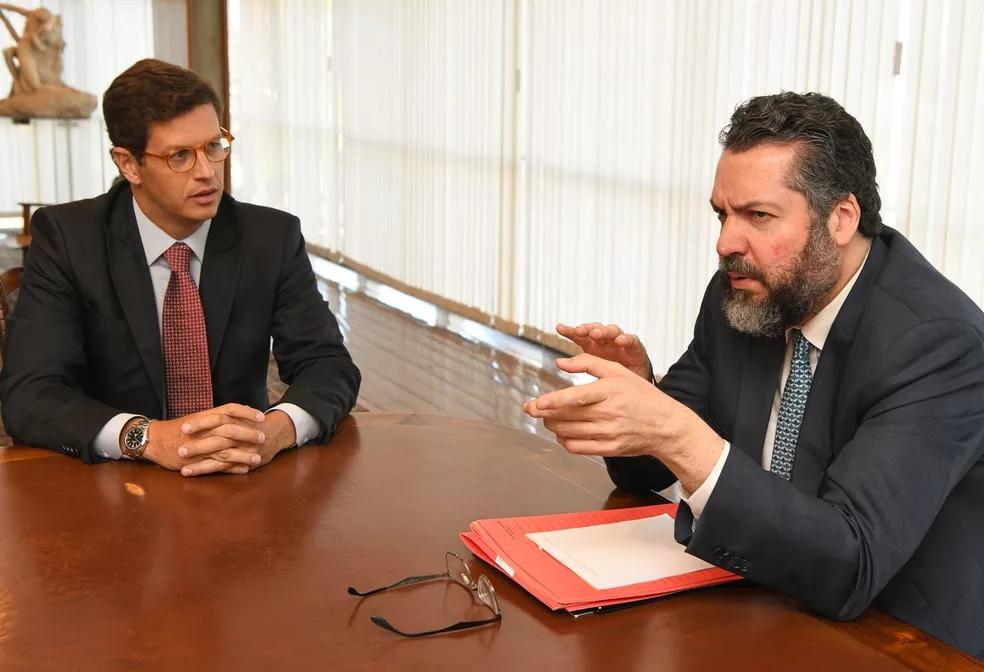 Se Biden ganhar, os ministros Ricardo Salles e Ernesto Araújo devem ser demitidos, dizem analistas