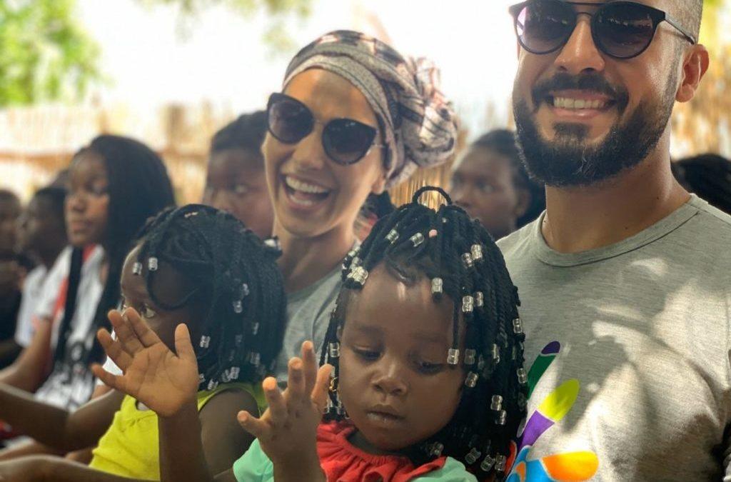 Noivos abrem mão de festa e presente de casamento  pela construção de escola em aldeia africana
