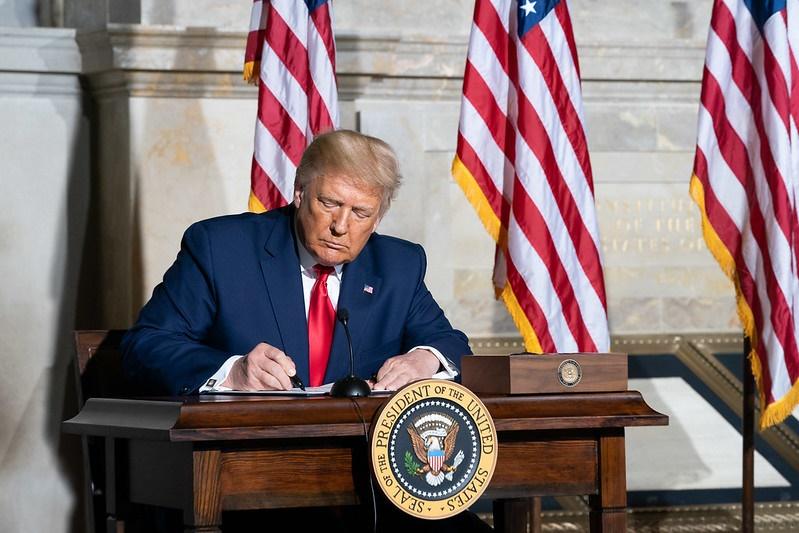 Senado dos EUA anula veto de Trump à lei de defesa