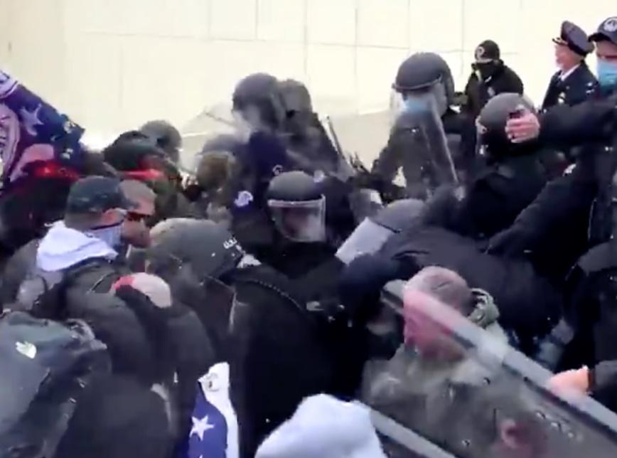 Manifestantes pró-Trump invadem o Congresso dos EUA