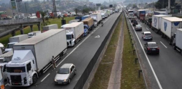 Caminhoneiros organizam paralisação nacional para 1º de fevereiro