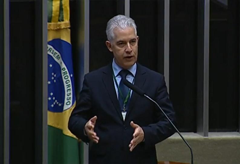 ROBERTO BRASIL: o Congresso Nacional está pecando por omissão. Também o Governo Federal não tem atitude firme a favor do mercado de jogos de apostas