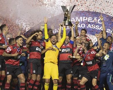 Flamengo é Campeão Brasileiro de Futebol 2020, é o oitavo título da história. Jogadores levantam o troféu e conquistam segundo título seguido (crédito: Lucas Figueiredo/CBF)