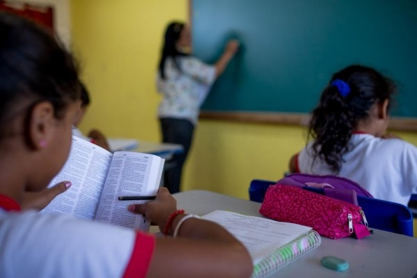 Bancadas da saúde e educação mobilizam estados para barrar fim de piso de gastos