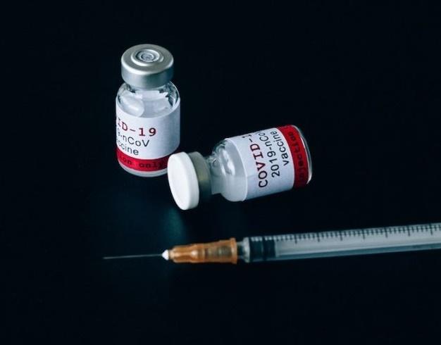 Juiz libera organizações privadas de doar vacinas ao SUS