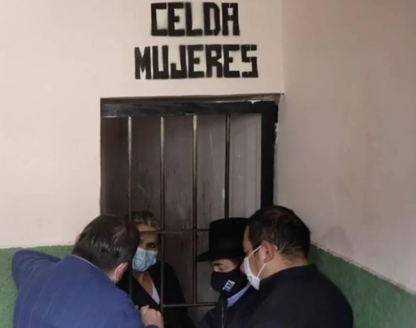 Por que a ex-presidente interina da Bolívia é acusada de 'golpe de Estado'