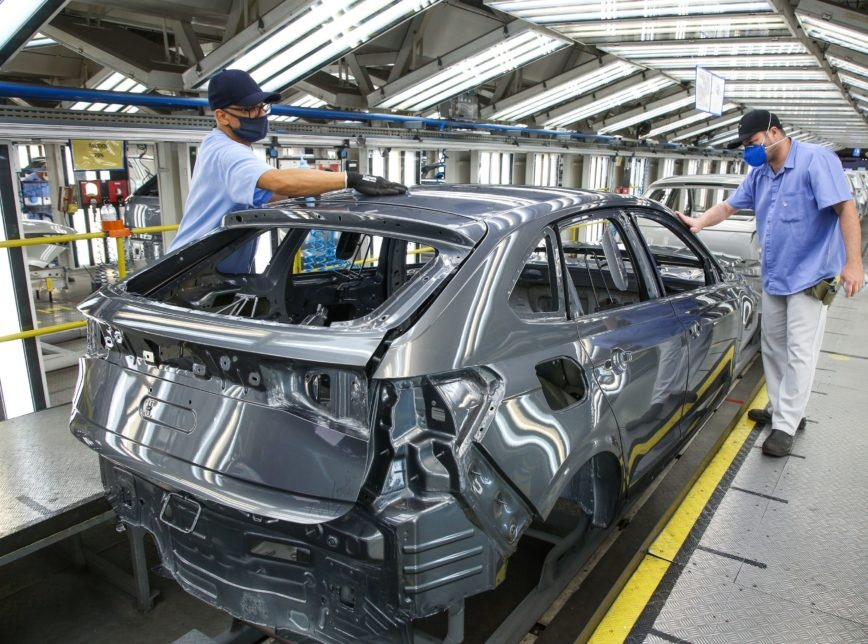 Volkswagen vai parar produção de carros no Brasil por 12 dias contra covid