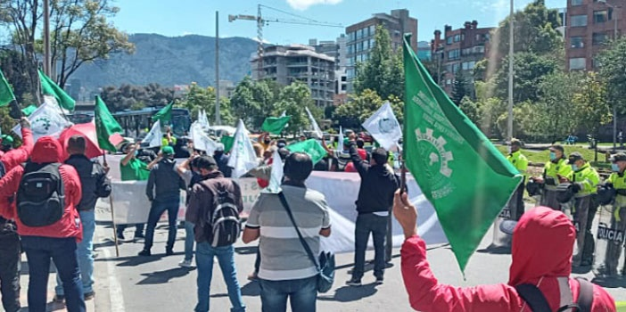 Trabalhadores da Colômbia protestam contra violações de direitos em fábrica da Nestlé