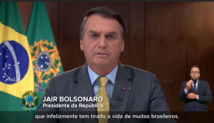 Em meio a panelaço e recorde de mortes, 3.251 confirmadas, Bolsonaro nega omissão