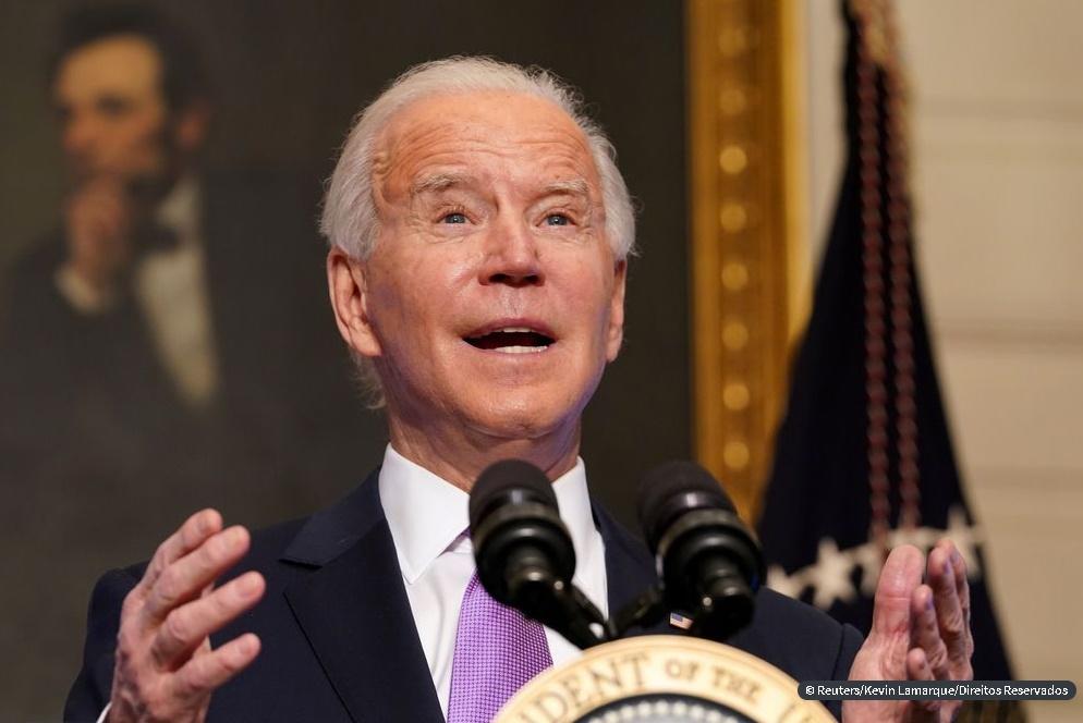 EUA: 1- Biden pede investigação sobre morte de jovem negro pela polícia; 2- Tiroteio em escola do Tennessee deixa 1 morto e policial ferido