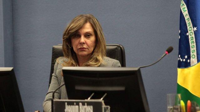 PGR segue discurso de Bolsonaro e acusa governadores de mau uso do dinheiro na pandemia