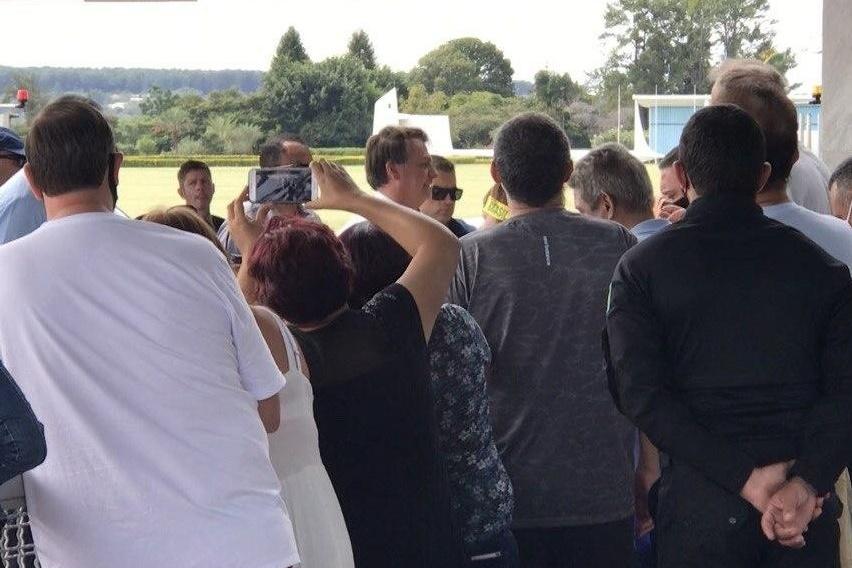 Repórter da CNN diz que segurança de Bolsonaro sacou arma e a ameaçou no Alvorada